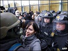 _45399966_icelandprotest2afp226i1